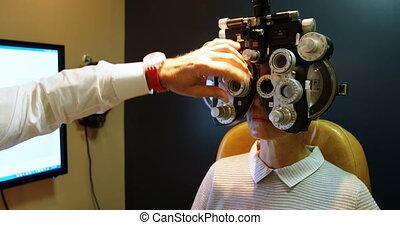 phoropter, examiner, optométriste, patient, 4k, yeux