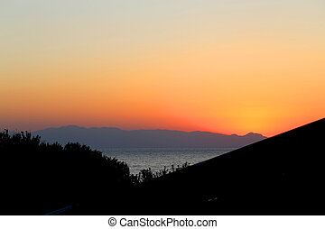 Photo background bright unusual sunset on the sea