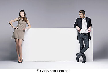 photo, couple, jeune, séduisant, gentil, vide, planche