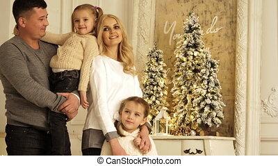 photo, deux, parents, portrait, session., noël heureux, filles, posing.