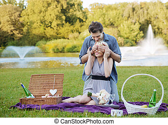 Photo presenting the romantic date in the park