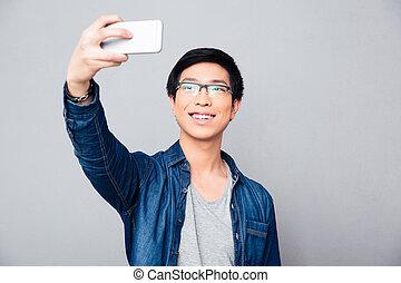 photo, selfie, jeune, asiatique, confection, homme, heureux