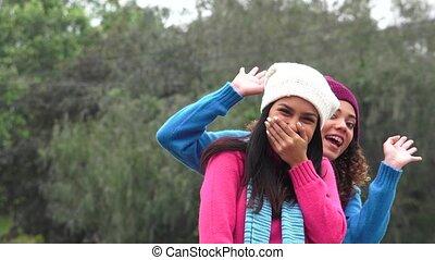 photobomb, hülye, lány, barátok, boldog, móka, buta