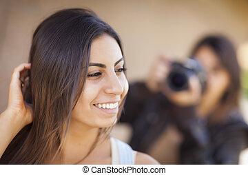 photographe, jeune, course, adulte, femme, mélangé, modèle, poses