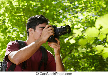 photographe, mâle jeune, randonnée, forêt