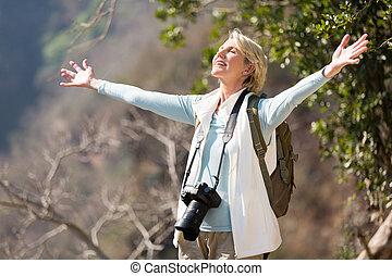 photographe, ouvrir bras, femme
