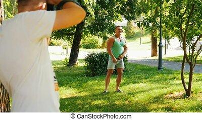 photographe, parc, musculaire, poser, body-builder, beau