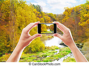 Photographing the autumn landscape