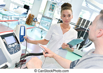physiotherapist, türelmes, lehallgatás, rehabilitáció, női
