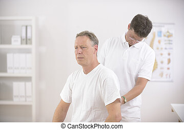 physiotherapy:, fysioterapeut, ransage, senior mand