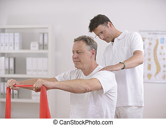 physiotherapy:, personne agee, homme, kinésithérapeute