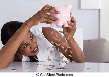 pièces, femme, tomber, piggybank
