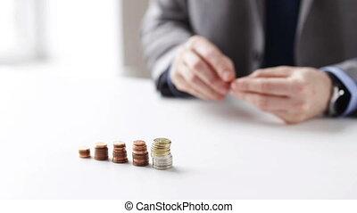 pièces, haut, mettre, fin, homme affaires, colonnes