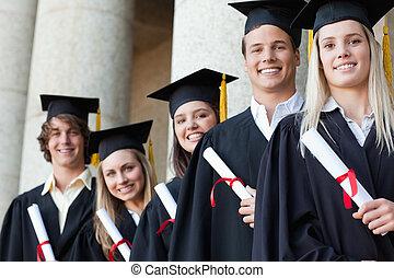 piątka, absolwenci, szczelnie-do góry, przedstawianie