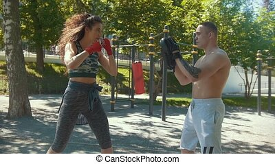 piękna kobieta, boks, słoneczny, młody, dzień, powolny-ruch, outdoors, sapie, uczeni, człowiek