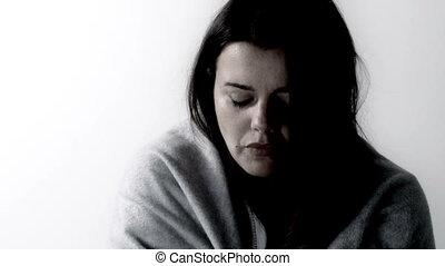 piękna kobieta, czuły chory, kichnięcie