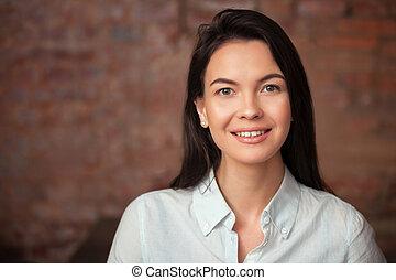 piękna kobieta, happy., młode przeglądnięcie, portret