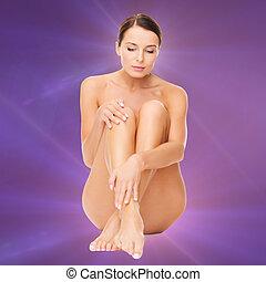 piękna kobieta, jej, nagi, dotykanie, nogi