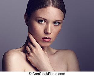 piękna kobieta, kasownik, jej, piękno kąpielisko, makeup., twarz, dotykanie, closeup, model., czysty, skóra, portret