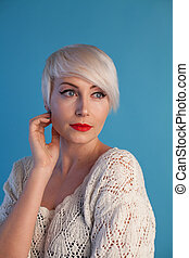 piękna kobieta, krótki włos, fason, portret, blondynka