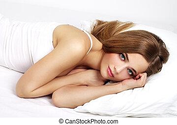 piękna kobieta, młody, łóżko, portret, leżący