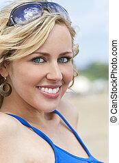 piękna kobieta, młody, blond, uśmiechanie się, plaża