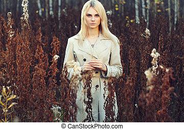 piękna kobieta, młody, płaszcz, jesień, portret