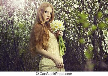 piękna kobieta, ogród, młody, portret, kwiaty
