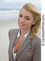 piękna kobieta, plaża, blond