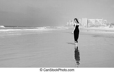 piękna kobieta, plaża, młody