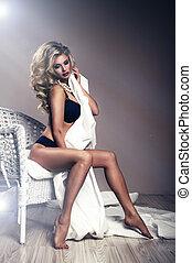 piękna kobieta, posiedzenie, młody, portret, sexy, krzesło