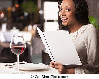 piękna kobieta, schodzenie, restauracyjny jadłospis, ...