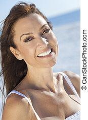 piękna kobieta, trzydzieści, jej, młody, plaża
