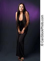 piękna kobieta, w, niejaki, czarny strój