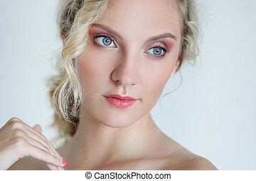 piękna kobieta, z, błękitne wejrzenie