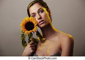 piękna kobieta, z, niejaki, słonecznik
