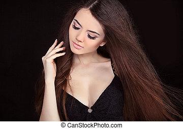 piękna kobieta, z, prosty, kudły, na, czarne tło
