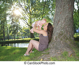 piękne niemowlę, las, macierz