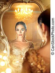 piękno, blask, dama, przeglądnięcie, przedimek określony przed rzeczownikami, lustro., wspaniały, kobieta, w, piękny, wieczorny strój, w, luksusowy, styl, pokój