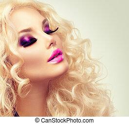 piękno, blond, dziewczyna, z, zdrowy, długi, kędzierzawy włos