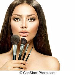 piękno, dziewczyna, z, makijaż, brushes., charakteryzacja,...