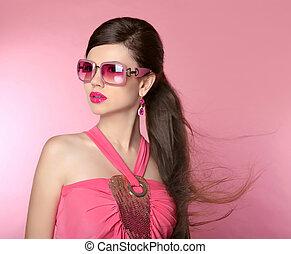 piękno, fason modelują, dziewczyna, w, sunglasses, z, jasny, makijaż, kudły, manicured, nails., blask, kobieta, odizolowany, na, różowy, studio, tło.