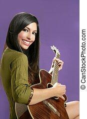 piękny, akustyczny, brunetka, gitara grająca