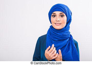 piękny, asian, muslim, kobieta, wzór, przedstawianie, na białym, tło, w, studio