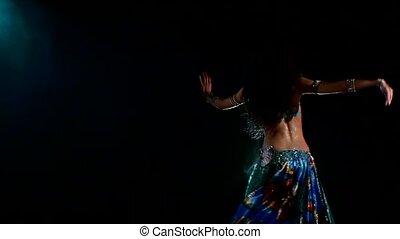 piękny, błękitny, kobieta taniec, tancerz, lekki, szczupły, wstecz, dym, brzuch, czarnoskóry