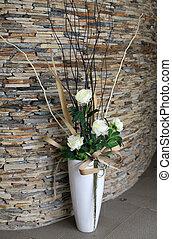 piękny, biały, wazon, z, kwiaty, na podłodze, w, przedimek określony przed rzeczownikami, hall.