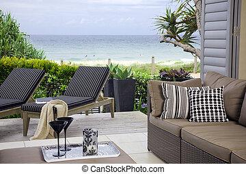 piękny, blisko wody, orszak, z, ocean, i, plaża, wizje...