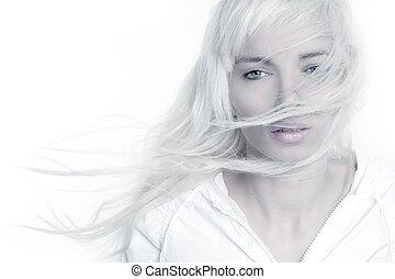 piękny, blondynka, dziewczyna, fason, wiatr, kudły, na, biały