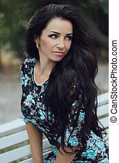 piękny, brunetka, hairstyle., piękno, zdrowy, hair., kudły, girl., portrait., outdoors, wzór, woman., troska
