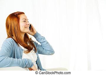 piękny, cellphone, uśmiechnięta kobieta, używając
